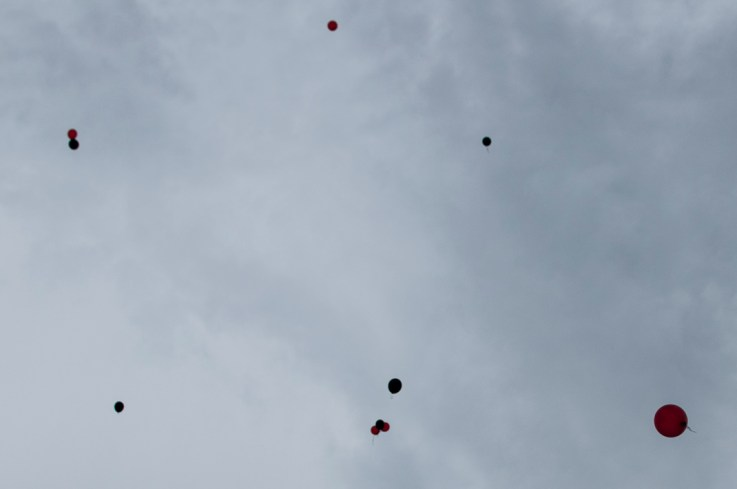 A diferencia de la sed de justicia, los globos se pierden en el horizonte.