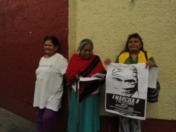 «Estamos con ustedes», afirman vecinas de la Av. Flores Magón.