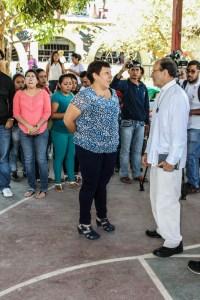 El padre Alejandro Solalinde a su llegada a la Normal de Ayotzinapa. Fotografía: Eréndira Martínez
