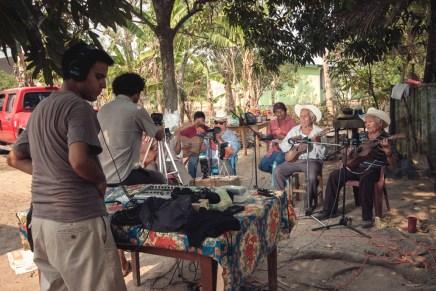 Música del corazón desde el sur de Veracruz: Los Camaroneros de Ojo de Agua