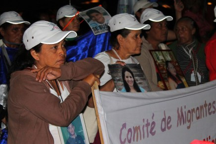 Caravana de madres de migrantes desaparecidos abraza a las demás luchas en México