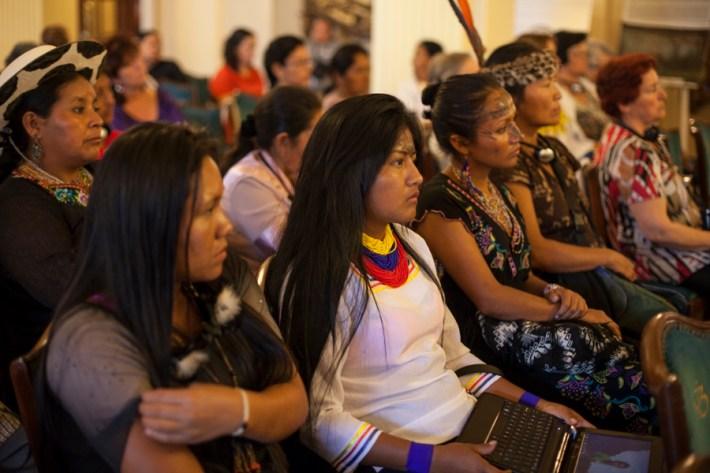 Personas de diferentes pueblos y nacionalidades asisten al Tribunal. Foto: Juliana Bittencourt