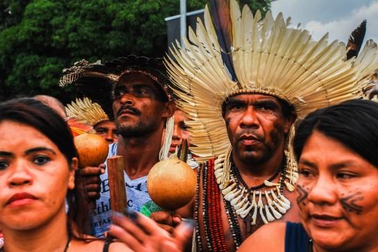 Jefe indígena tupinambá presente durante la marcha para la entrega de la carta dirigida a la presidenta Dilma Rousseff. Dice que el diálogo se ha agotado. Fotografía: Santiago Navarro F.