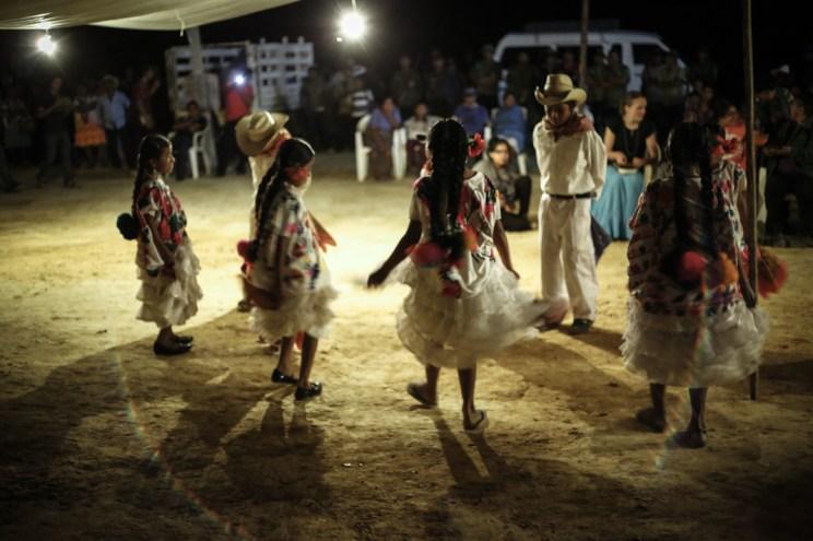 Las pequeñitas de Cerro Zapote interpretaron El Palomito. Fotografía: Heriberto Paredes