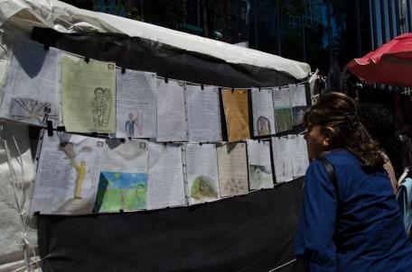 Exposición de cartas y dibujos que hizo durante su injuto encarcelamiento