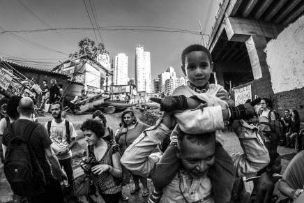 De las desapariciones de Ayotzinapa al exterminio en Brasil: Caravana 43 en São Paulo