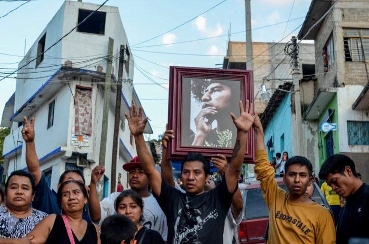 La familia de Antonio Vivar recibe los familiares de los 43 desaparecidos en el Barrio San Antonio de Tlapa