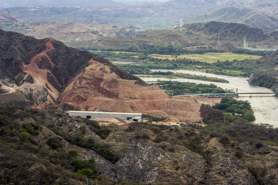 El proyecto hidroeléctrico del Quimbo es una de las represas que formará parte del Plan Maestro de Aprovechamiento del Río Magdalena y que ha sido rechazado por las comunidades que se vienen sumando a la resistencia civil por la defensa del territorio.