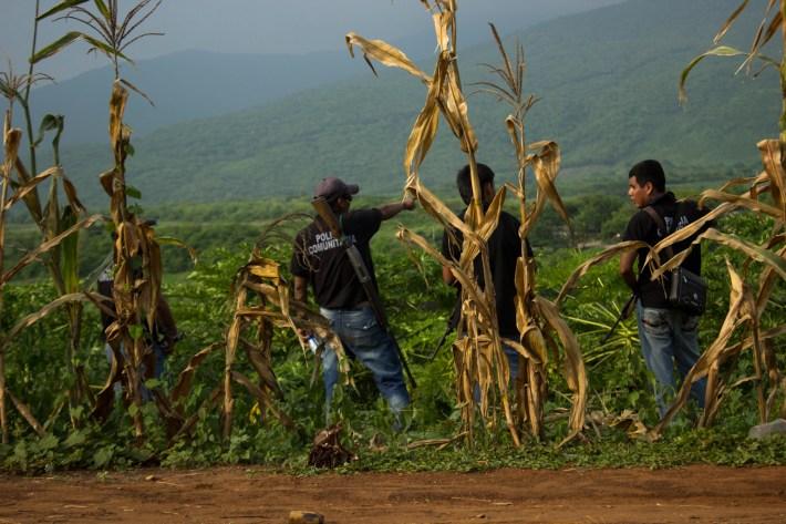 Policía comunitaria de la costa michoacana. Fotografía: Xilonen Pérez
