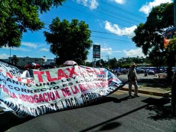 Da comienzo la marcha en carretera Tlaxcala- Puebla en la virgen. Fotografía: Anaeli Carro