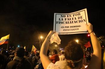 Carteles alusivos al rechazo de las políticas de Rafael Correa, presidente del Ecuador.