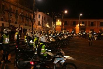 Contingente de motorizados adscritos a la policía nacional de transito que desalojaron con violencia la plaza Santo Domingo .