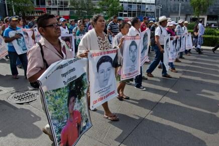 «Que nos los devuelvan» A 11 meses de la desaparición forzada de los 43 normalistas