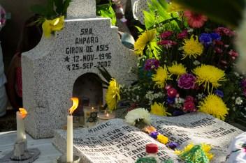 Fotografía por Regina López. Panteón de La Ticla, Ostula, Michoacán. 2 de noviembre de 2015