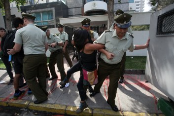 A woman is arrested by police at the Embassy of Mexico after the occupation of the property diplomat in Santiago Chile on March 28, 2016. The protesters demanded that the Mexican government justice in the case of 43 students disappeared 18 months ago in Iguala, Mexico.