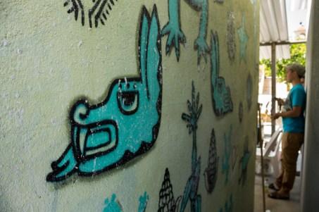 Detalles del mural que cubre la cabina de Radio Ñu Kaan. Por Regina López.