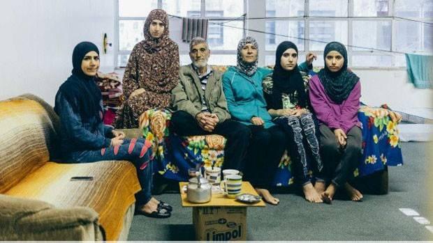 Familia de Siria que ahora vive en la ocupación Leila Khaled. Foto: Alexandre Macial