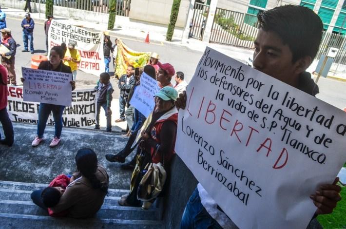 30 de septiembre 2016. Mitin por la libertad de las y los defensores por el agua y la vida de San Pedro Tlanixco. Penal de Santiaguito Estado de México.