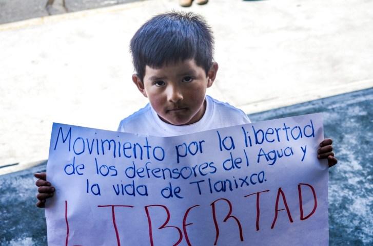 Mitin por la libertad de las y los defensores por el agua y la vida de San Pedro Tlanixco. Penal de Santiaguito, Estado de México. 30 de septiembre, 2016.Foto: José Luis Santillán