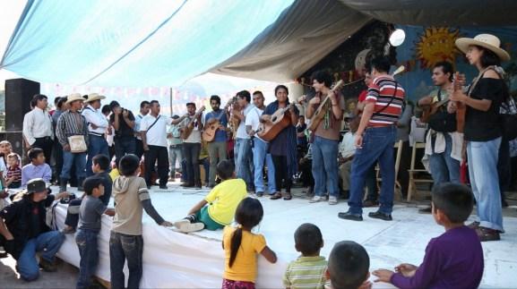 Participación del Colectivo Altepee en los festejos del primer aniversario de la autonomía y autodeterminación del Ejido de Tila.