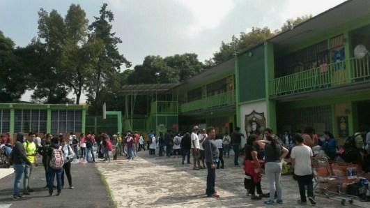 Acopio del albergue en la primaria Fray Eusebio Francisco Kino, para atender a las personas evacuadas de los multifamiliares. Fotografía: Agencia Subversiones, licencia copyfarleft P2P.