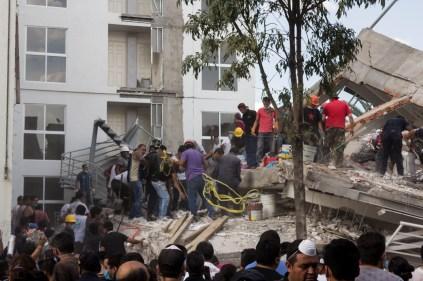 Labores de rescate en Bretaña e Irolo. Fotografía: Agencia Subversiones, licencia copyfarleft P2P.
