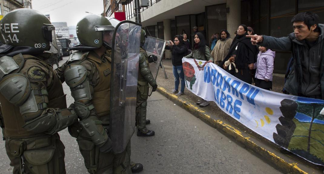 Manifestación en Catedral de Temuco (foto Felipe Durán)