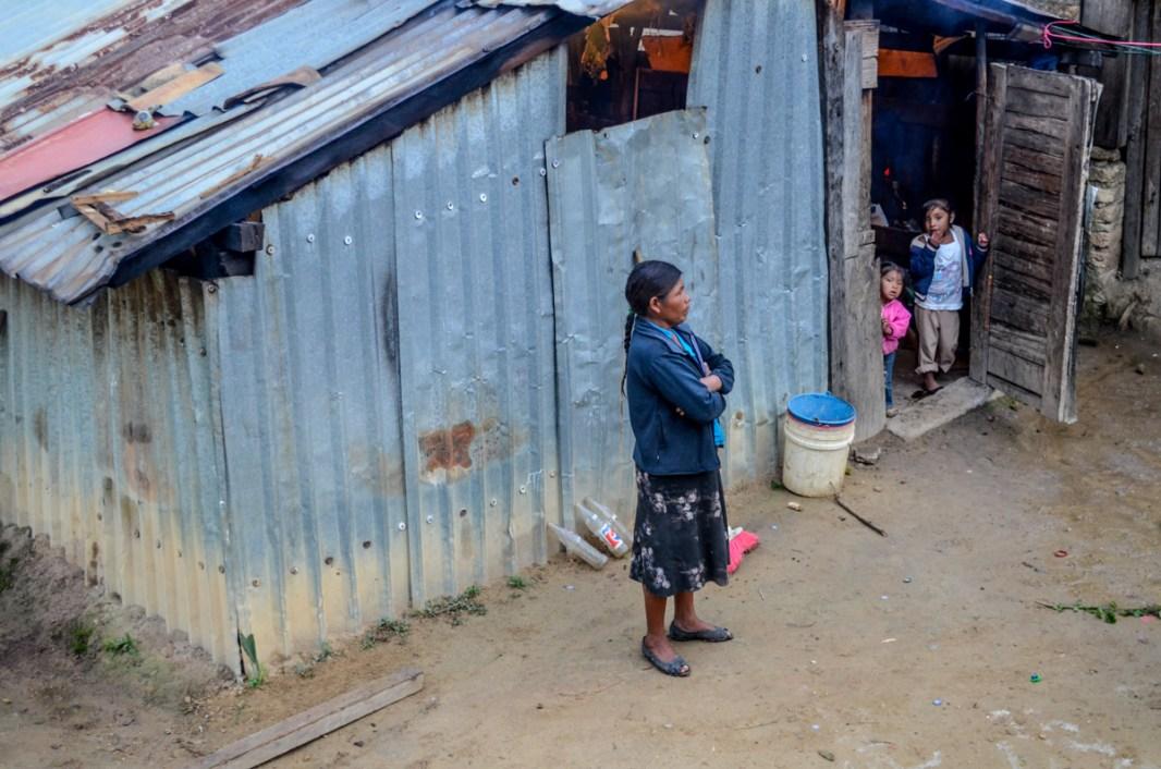 Pobreza en Oaxaca, un piso firme no cambia en nada las condiciones de marginalidad. Fotografía: José Luis Santillán