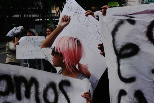 Vecinos del predio #32 de la calle 2 de Abril en la colonia Guerrero se manifiestan por la nula atención de la CDHDF para recibir sus quejas por el abuso policial durante el operativo de desalojo.