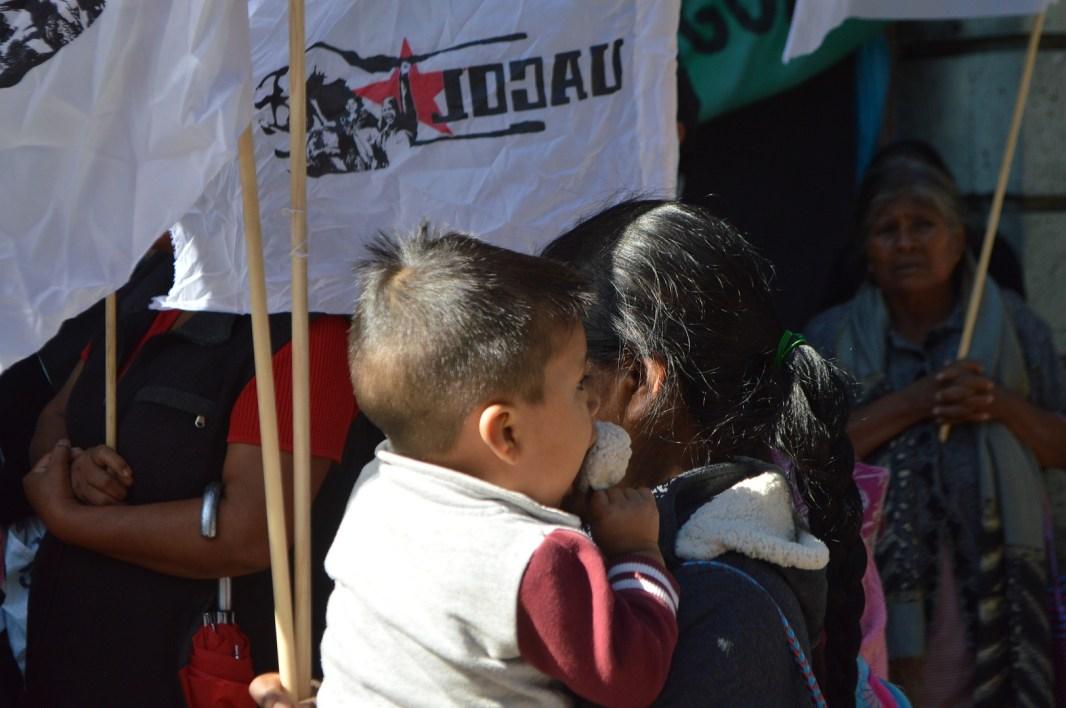1 Oct 18. Hombres, mujeres, jóvenes, niños, abuelos y abuelas comerciantes, sin otro medio para subsistir se organizan y luchan en UACOL, para buscar un trabajo digno. Fotografía: José Luis Santillán