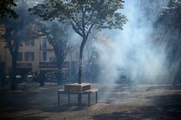 11 oct. 2018. La Plana contra La Soleam, día 1. No es humo, son gases que tira la policía.