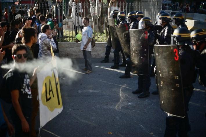 13 oct. 2018. La Plana contra La Soleam, día 3. El barrio y la pelota presentes para que retroceda la policía.