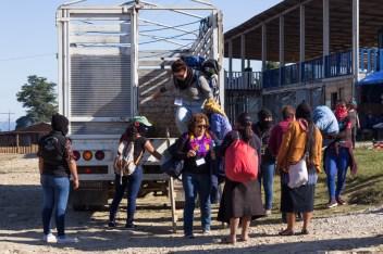 «La hospitalidad, el calor y el cuidado de las compañeras zapatistas se sintió desde el momento en que bajamos de la camioneta.» Foto por Regina López.