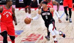 Пробежка в баскетболе. Как понять правило?