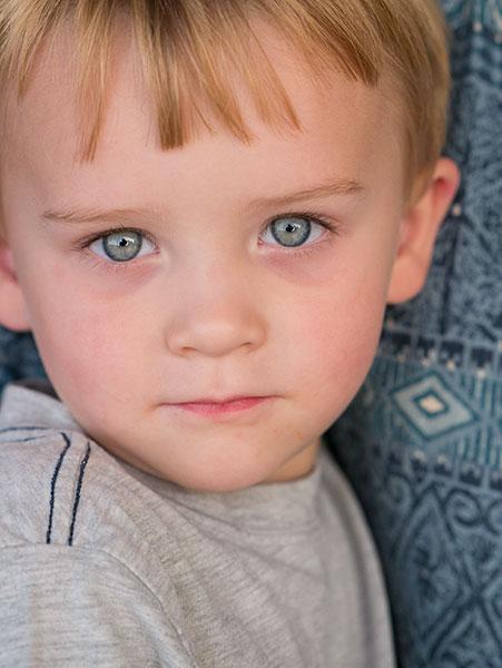 blue eyed child photo