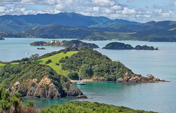 bay of islands new zealand ©ken macadams