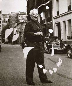 Alexander-calder-1954-paris-Agnes-Varda-Calder-Foundation-NY