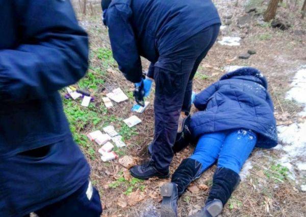 В столичном парке нашли труп молодой девушки, фото / В ...