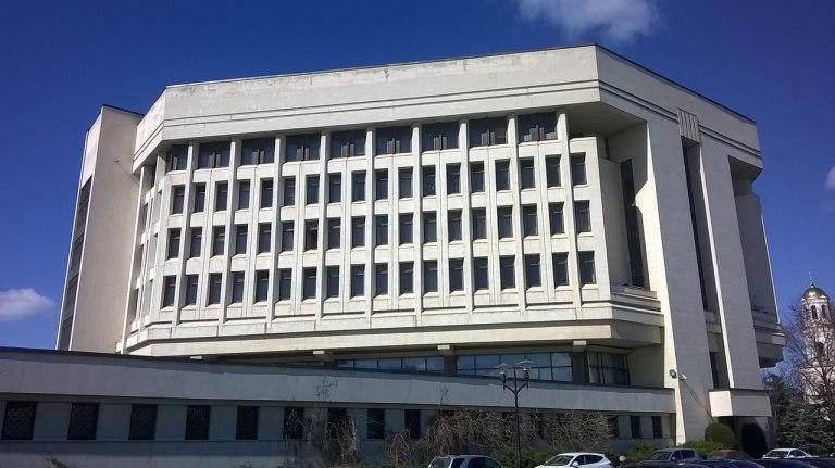 Крымский парламент просит продлить перерегистрацию машин ...