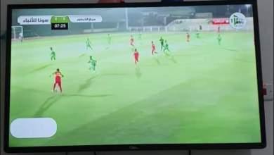 """Photo of بالصور.. مشهد طريف على شاشة """"قناة الملاعب"""" أثناء مباراة في الدوري السوداني"""