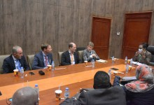 Photo of المالية تتّفق مع هولندا على إنشاء مصانع للصمغ العربي بغرب السودان