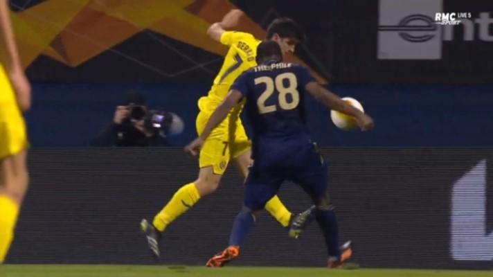 Igranje Theophilea rukom u kaznenom prostoru na utakmici Dinamo-Villarreal
