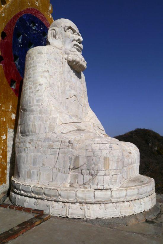 Damo white statue