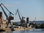 Der Hildesheimer Hafen mit dem Griesberg im Hintergrund