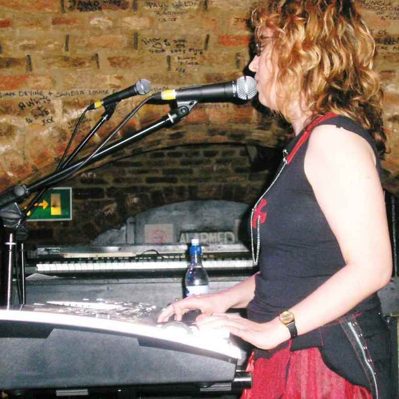 Sue Hedges Live at Cavern Front stage