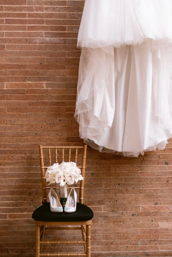 bronx-zoo-wedding-details-gold-chairs-suessmoments