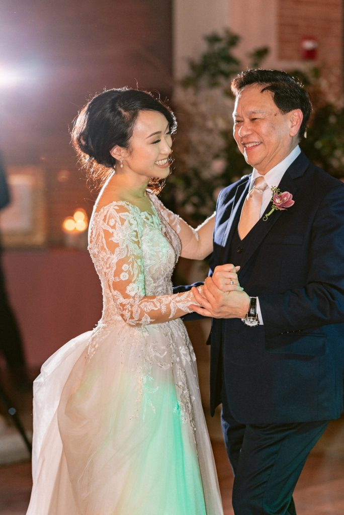 father-daughter-first-dance-wedding-photo-suessmoments