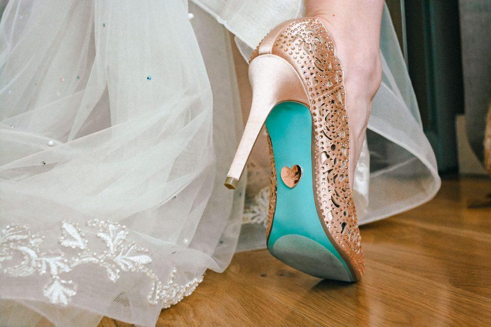 BLUE-BOTTOM-HEELS-WEDDING-SUESSMOMENTS