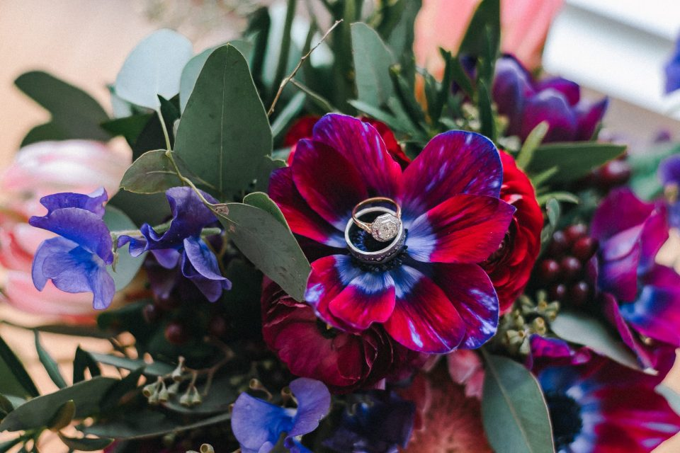 wedding-bands-rings-in-flower-suessmoments