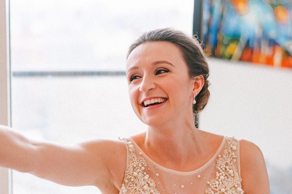 candid-bride-moment-brooklyn-elopement-suessmoments